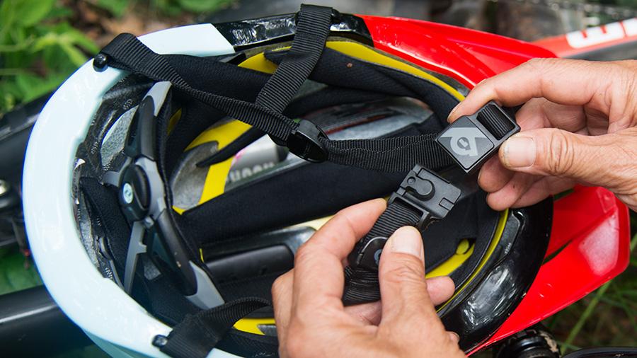 骑行头盔佩戴步骤图
