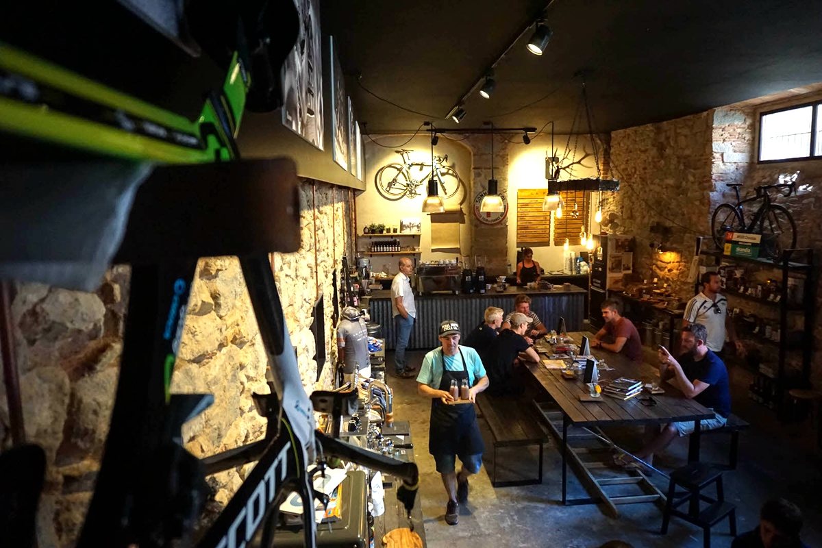 Copy-of-la-fabrica-coffee-works-and-cycle-cafe2_副本.jpg