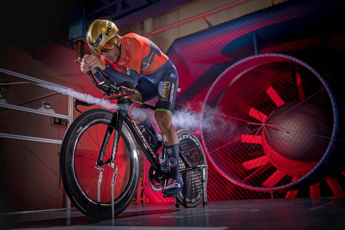 Merida-Time-Warp-TT_rim-brake-carbon-time-trial-race-road-bike_Bahrain-Merida-GST-wind-tunnel.jpg
