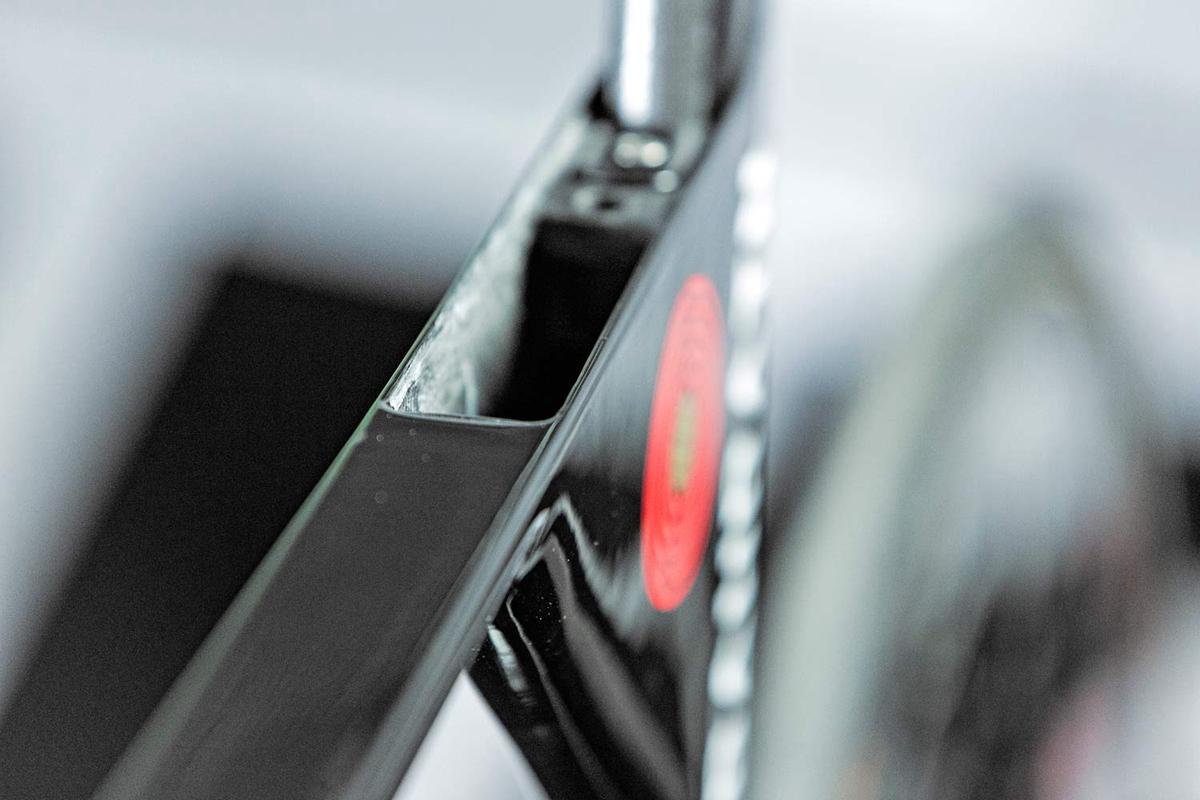 Merida-Time-Warp-TT_rim-brake-carbon-time-trial-race-road-bike_storage.jpg