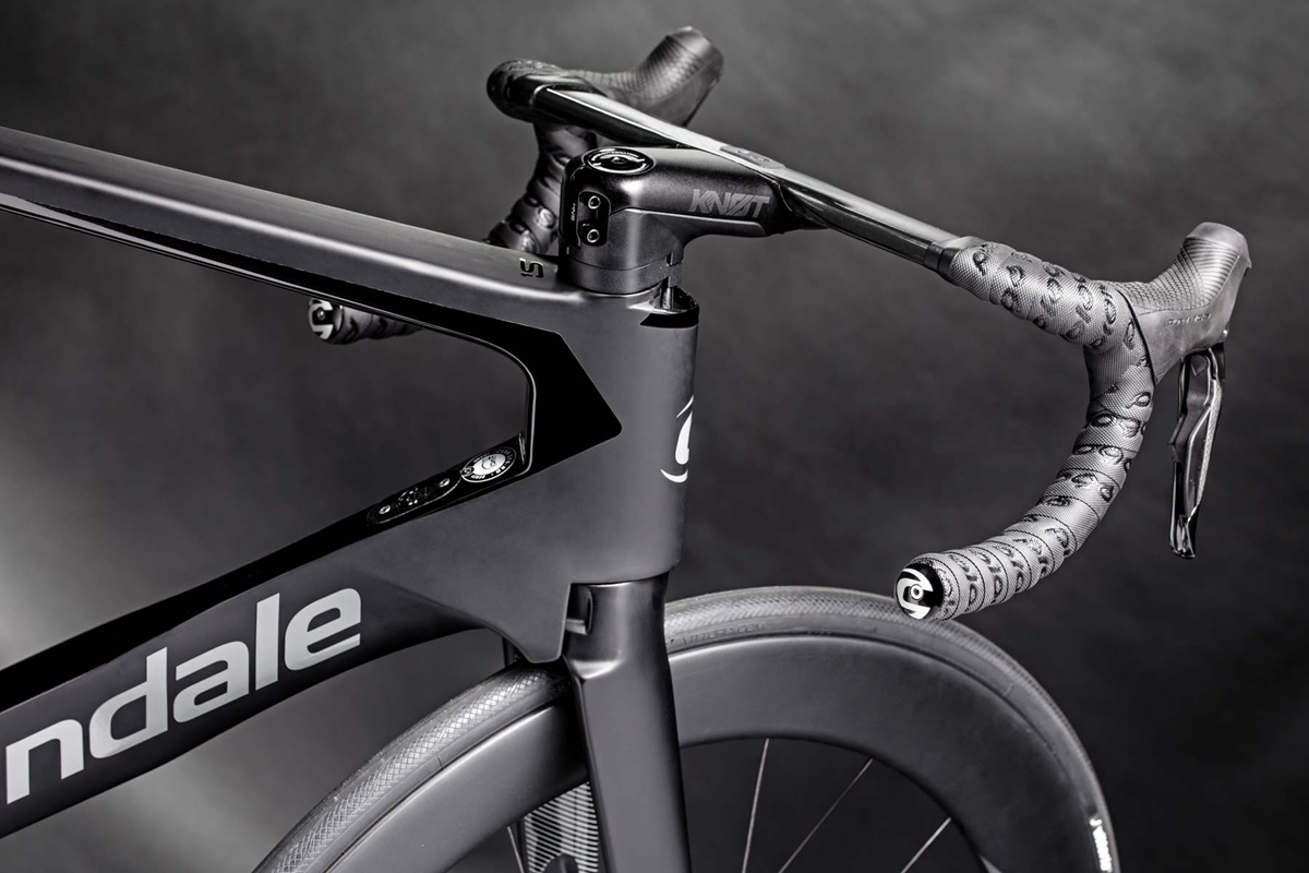 Cannondale-SystemSix_carbon-disc-brake-aero-road-bike-Faster-Everywhere_routing.jpg