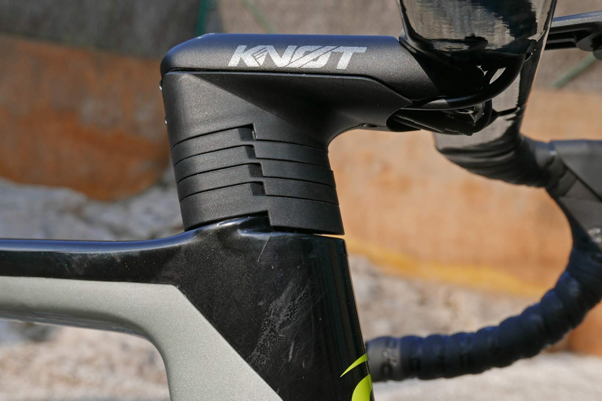 Cannondale-SystemSix_carbon-disc-brake-aero-road-bike-Faster-Everywhere_stem-stack.jpg