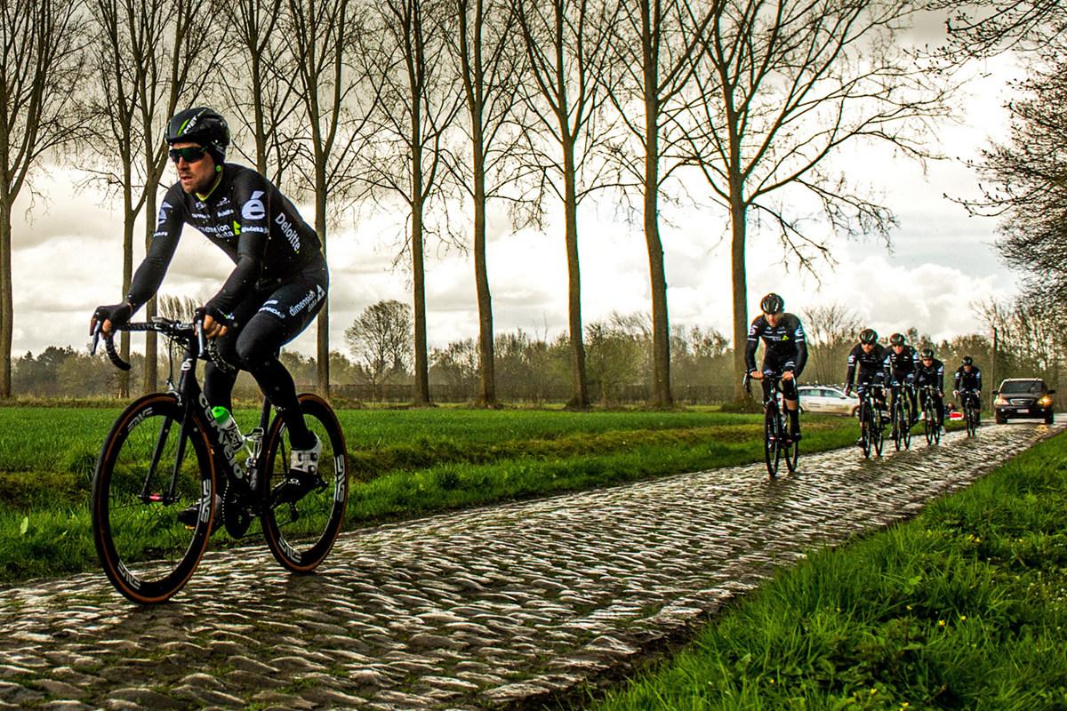 Roubaix-Tech_RVV_Dimension_prototype-ENVE-wide-SES-wheels-for-28mm-tires_team-wet-cobbles.jpg