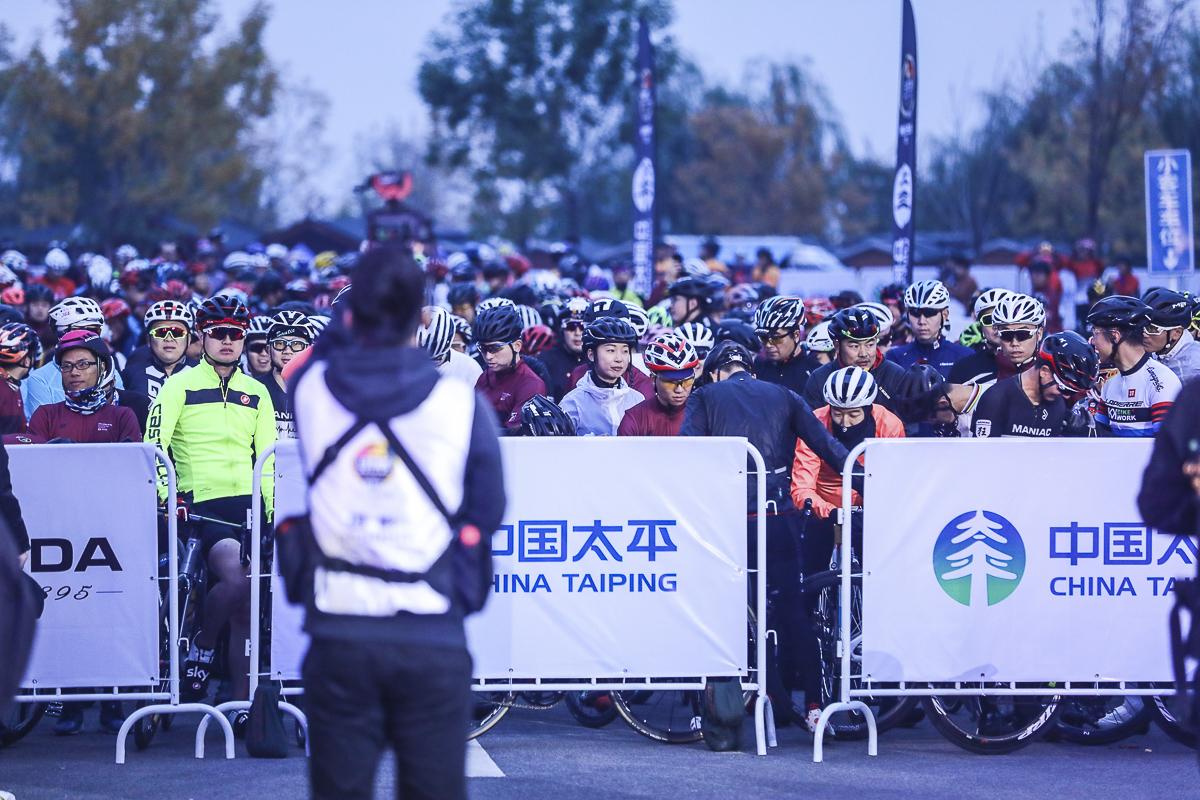 北京车迷热情高涨,期待赛事发车.jpg