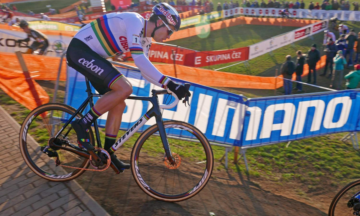 SRAM-Red-eTap-12-speed-CX-1x-prototype_Wout-van-Aert_Stevens-Super-Prestige-carbon-cylcocross-bike_UCICXWC-Tabor-World-Cup_dropping-in.jpg