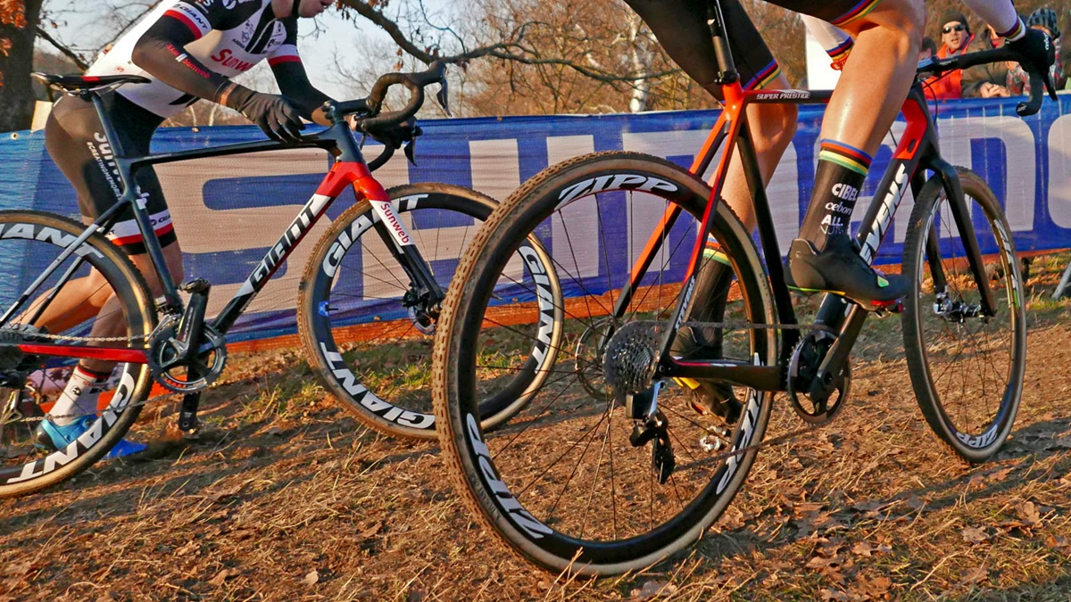 SRAM-Red-eTap-12-speed-CX-1x-prototype_Wout-van-Aert_Stevens-Super-Prestige-carbon-cylcocross-bike_UCICXWC-Tabor-World-Cup_chain-tension.jpg