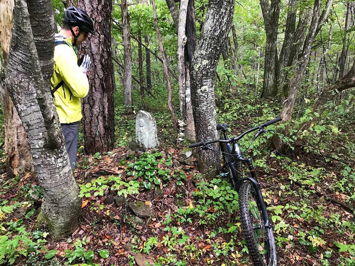 backcountry-mountain-bike-trail-riding-hakuba-japan.jpg