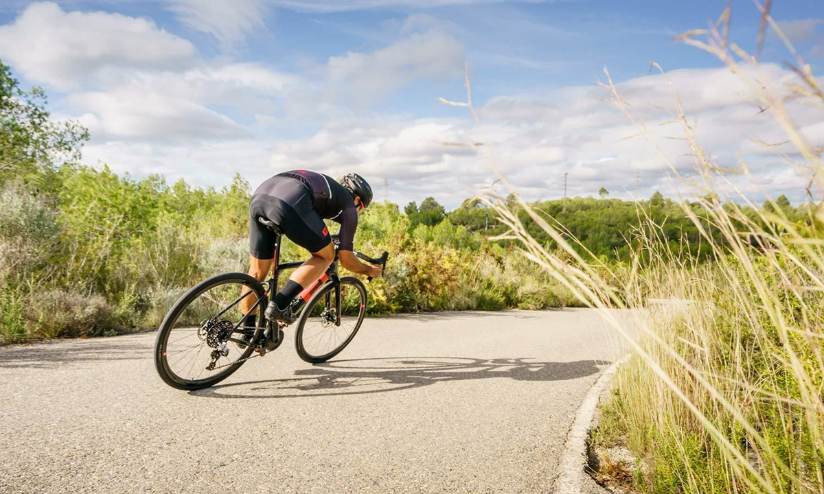 3T-Exploro-Speed_slick-tire-700c-carbon-1x-all-road-gravel-bikes_photo-by-Marc-Gasch_roads.jpg