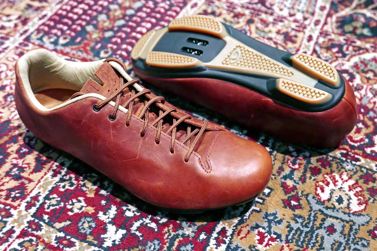 Giro-Republic-LX-R_classic-style-lace-up-leather-gravel-road-shoe-adventure-bikepacking_carpet.jpg