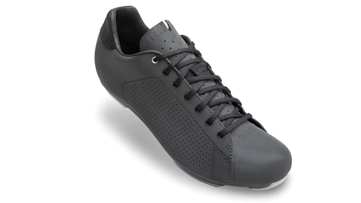 Giro-Republic-LX-R_classic-style-lace-up-synthetic-gravel-road-shoe-adventure-bikepacking_dark-shadow-reflective.jpg