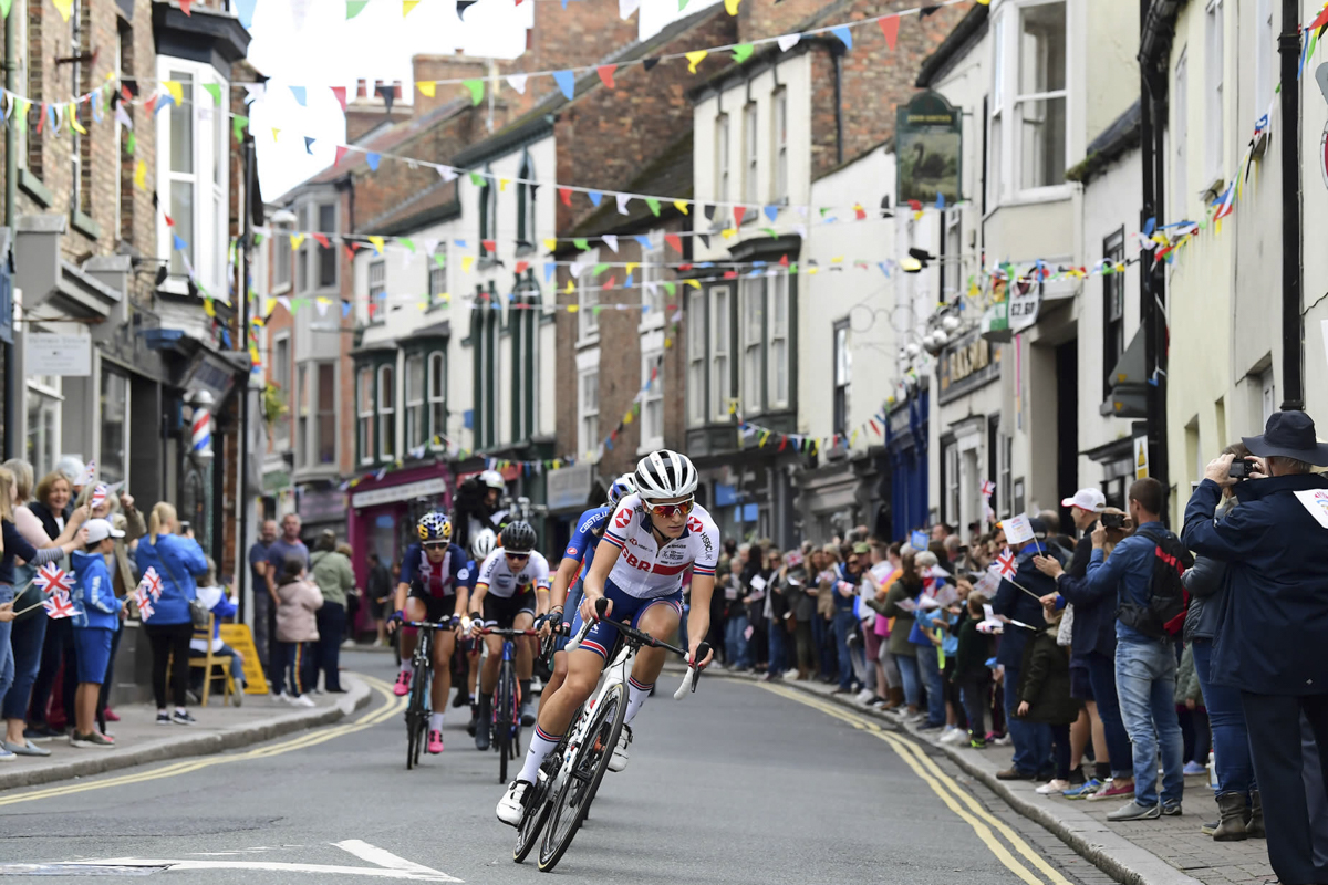 great-crowds-in-ripon-welcoming-the-chase-group.jpg