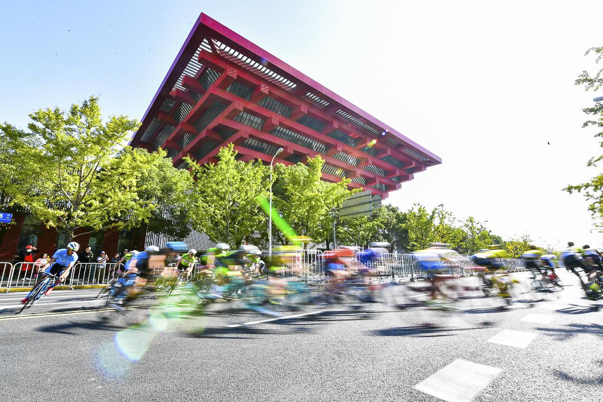 在上海最著名地标建筑之一中华艺术展开绕圈竞速赛2.jpg