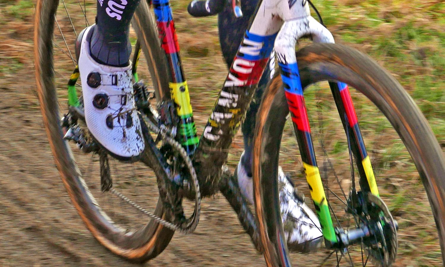 Prototype-2020-Shimano-S-Phyre-XC9-mountain-bike-shoes_Mathieu-van-der-Poel-cyclocross_CX-World-Cup-Tabor_muddy-new.jpg