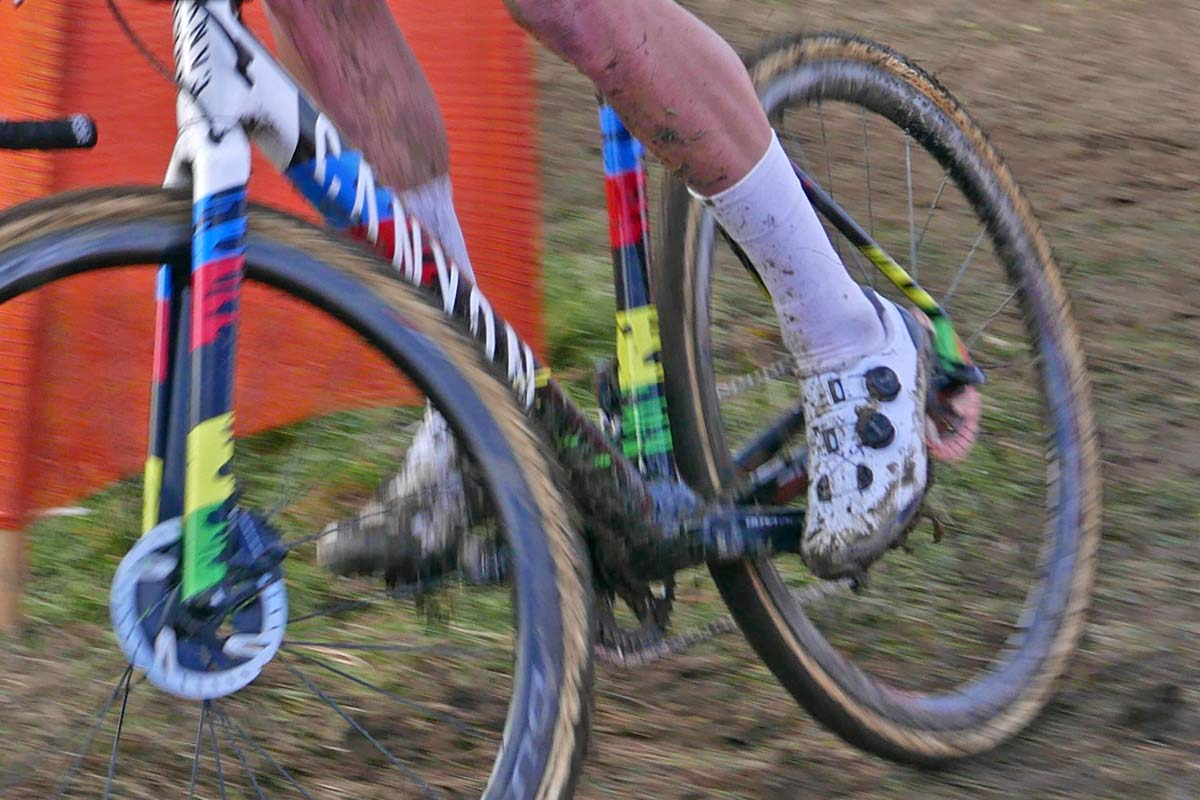 Prototype-2020-Shimano-S-Phyre-XC9-mountain-bike-shoes_Mathieu-van-der-Poel-cyclocross_CX-World-Cup-Tabor_cornering-new.jpg