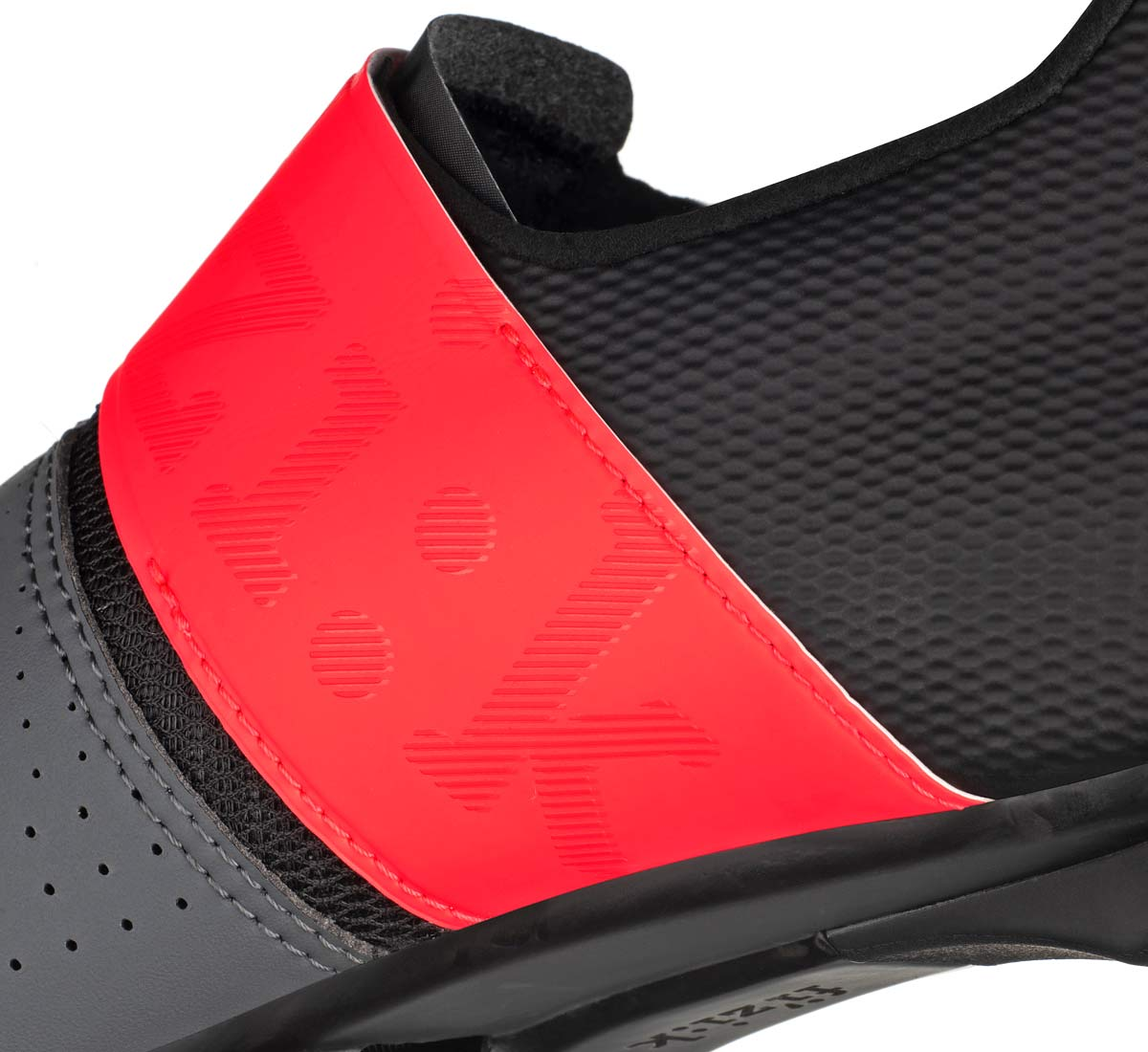 Fizik-Vento-Infinito-Carbon-2-road-shoes_lightweight-breathable-stiff-microtex-or-knit-road-racing-shoes_instep-detail.jpg