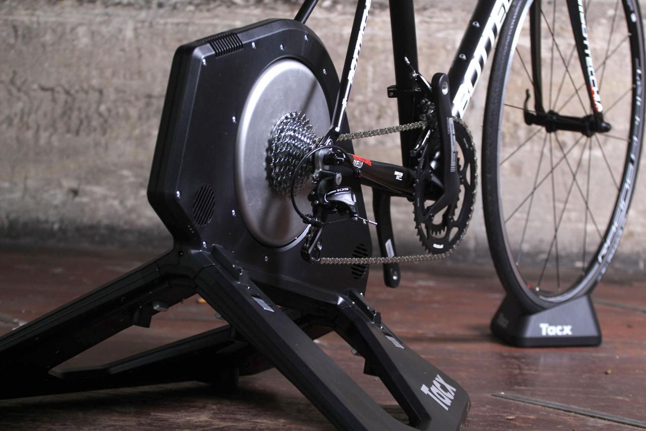 tacx-neo-smart-t2800-trainer-back.jpg