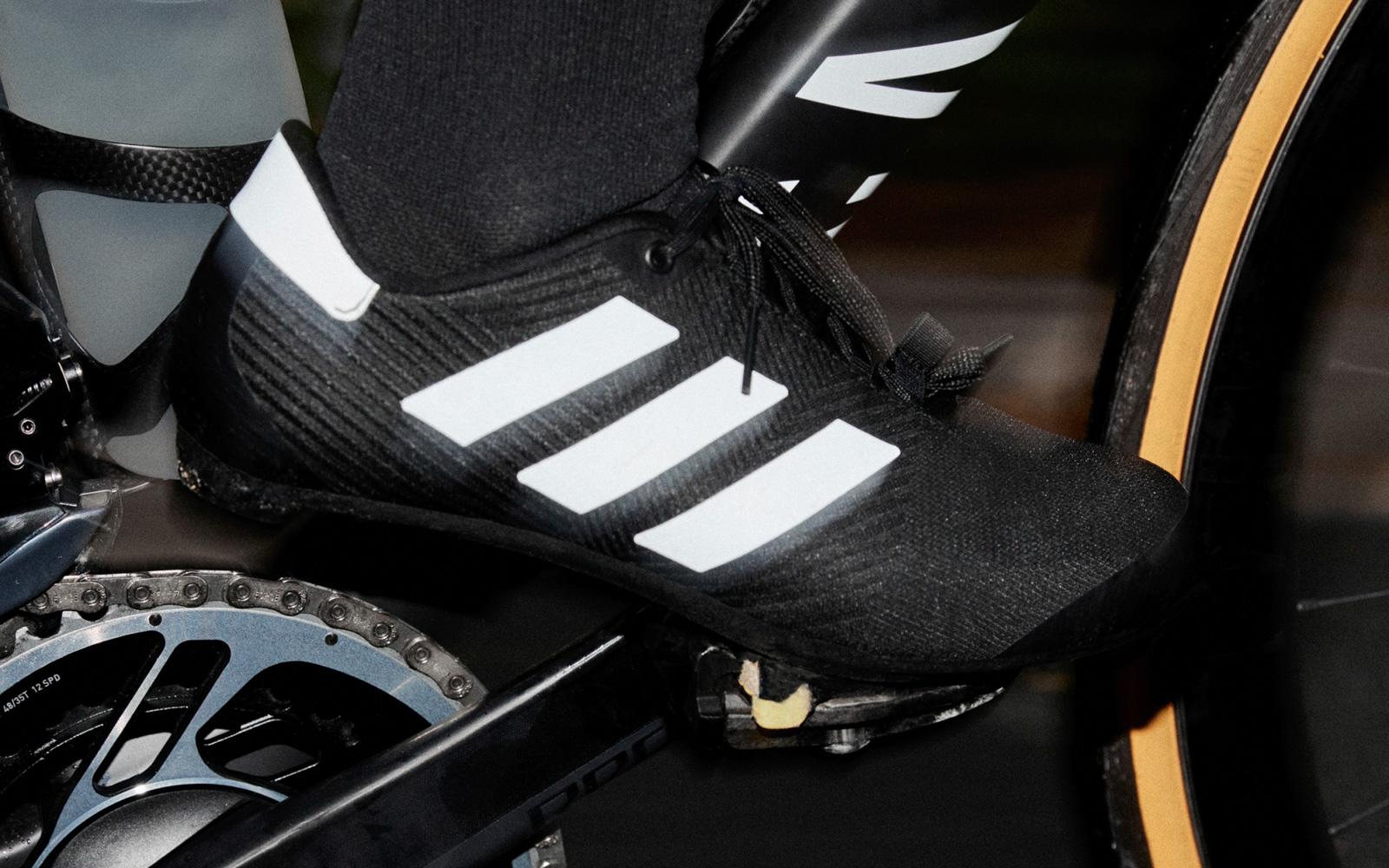 The_Road_Cycling_Shoes_Black_FW4457_HM1.jpg