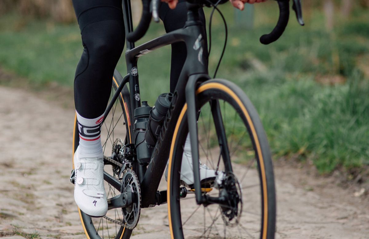 specialized-s-works-7-road-cycling-shoes-leg-warmers-and-sock-length.jpg