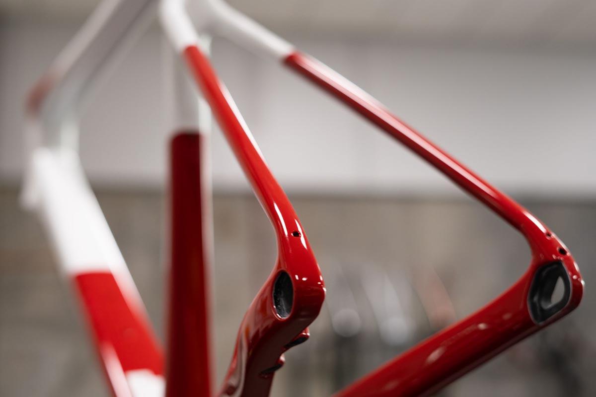 ENVE-Custom-Road-race-all-road-bike-made-in-the-US-carbon-fiber-112.jpg