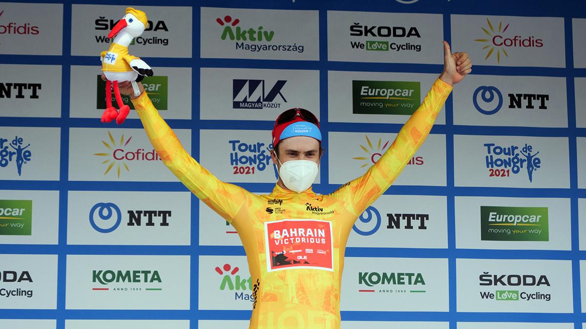 002_获颁黄、绿两衫的鲍豪斯,成为首日最风光的一员.jpg