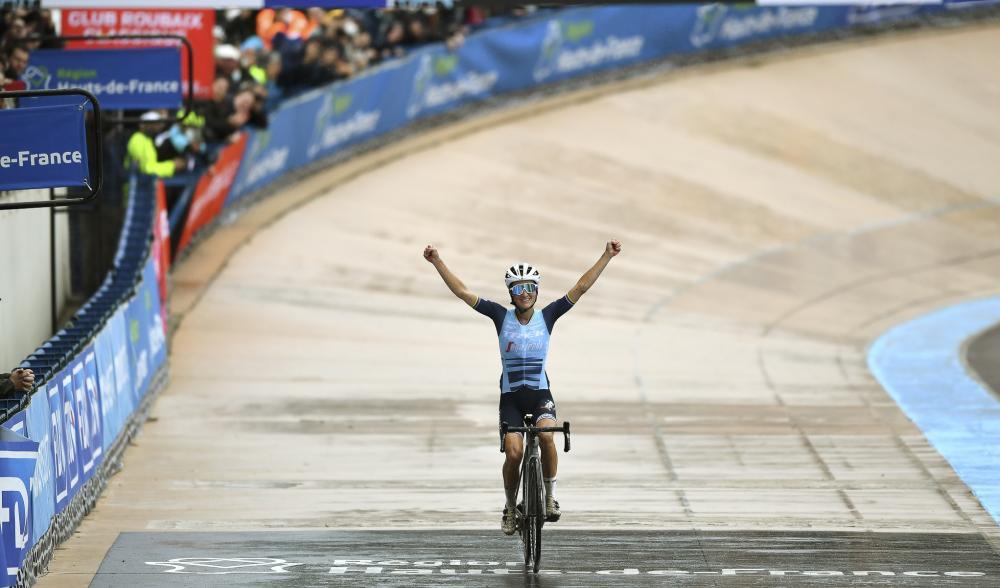 创历史 莉齐·戴格南单飞82公里夺首届巴黎-鲁贝女子赛冠军